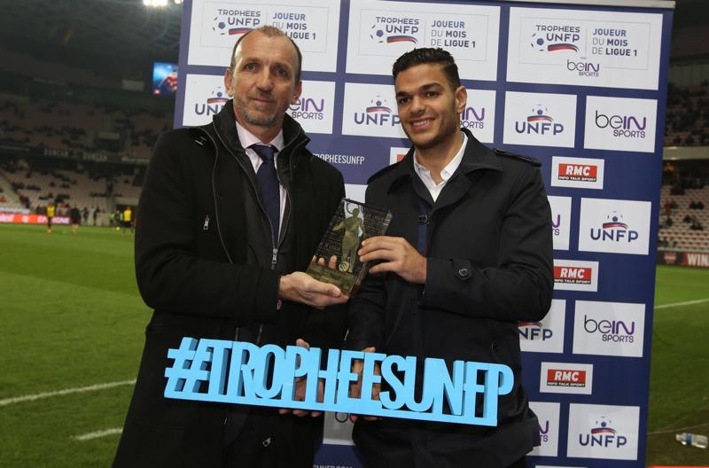 Pour la deuxième fois depuis le début de sa carrière, Hatem Ben Arfa, reçoit le trophée de meilleur joueur du mois de Ligue 1 !
